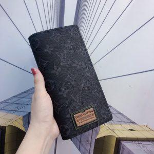 vi-da-nam-nu-hang-chinh-hang-Louis-Vuitton